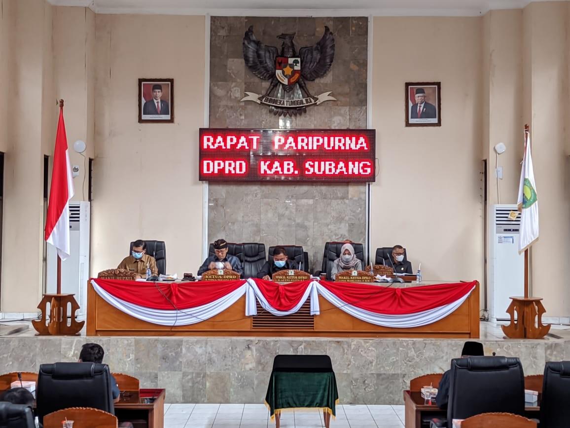 RAPAT PARIPURNA DPRD SUBANG TENTANG LAPORAN BANGGAR DAN PENETAPAN KEPUTUSAN KUA PPAS 2022